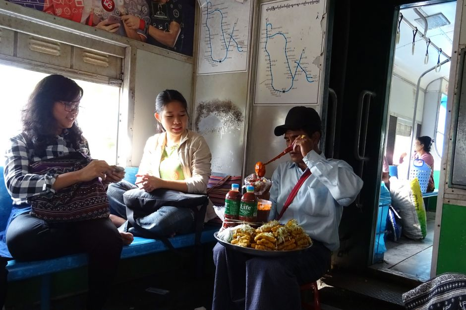 Il Circle Line Train a Yangon